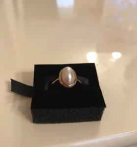 Золотое кольцо MAJORICA с жемчугом