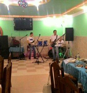 Музыканты на праздник.
