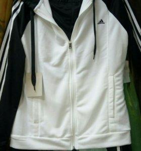 Спортивный костюм Адидас фирменный.