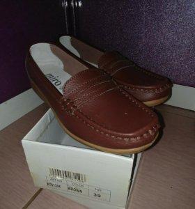 Новые туфли,кожаные мокасины.Отдам за памперсы.