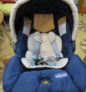 Автокресло Chicco на новорожденного