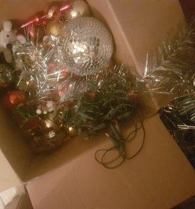 Коробка елочных игрушек+огромная елка