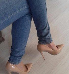 Классические туфли/лодочки бежевого цвета