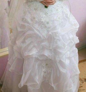 Продам свадебное платье размер 50. На карсете.