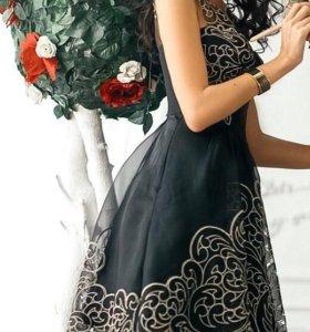 Вечернее платье с золотой вышивкой Karen Millen