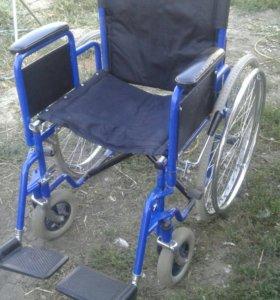 Инвалидное кресло-коляска.