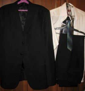 Пиджак и брюки.