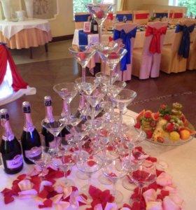 Горка из бокалов на свадьбу