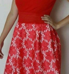 Новые платья с этикетками 44 размера