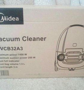Новый пылесос в запечатанной упаковке.