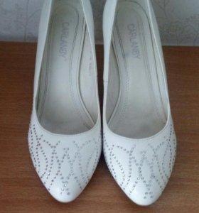Туфли белые со стразами. Свадебные