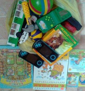 Игрушки,книги,2приставки в рабочем состоянии