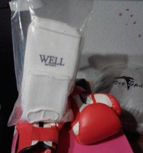 Перчатки новые вместе с щитками