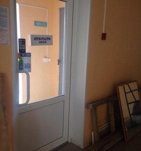Дверь с доводчиком