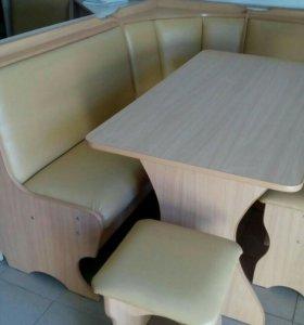 Угол кухонный,стол, 2 табурета