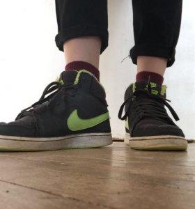 Утеплённые осенние кеды Nike