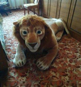 Плюшевый лев.
