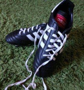 Новые бутсы Адидас (adidas) с металлическими шипам