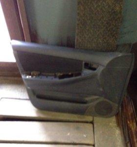 Обшивка левой двери на филдер