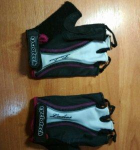 Перчатки без пальцев спортивные