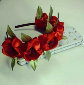 Ободок с тюльпанами ручной работы из атласа