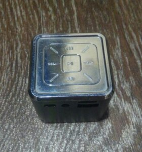 Колонка с разъемом для карты памяти