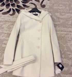 Новое шикарное демисезонное пальто