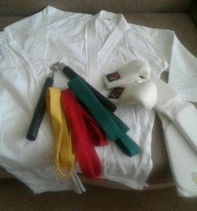 Костюм и аксессуары для занятий каратэ