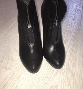 Продам ботинки Basconi