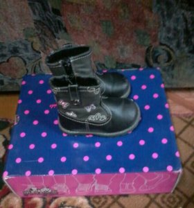 Детские сапожки для девочки.