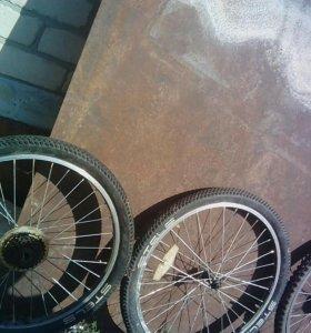 Два велосипеда на запчасти