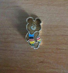 Олимпийский мишка значек