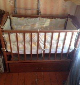 Детская кроватка маятник с выдвижным шкафчиком.