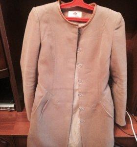 Пальто .Размер:44