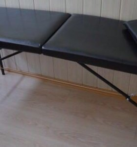Стильная чёрная кушетка для массажа и шугаринга