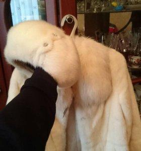 Белая Норковая шуба и Норковая шапка