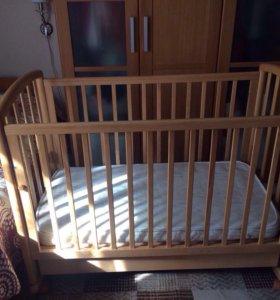 Детская кроватка-люлька с матрасом.