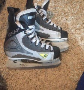 Хоккейные коньки .Размер 33.