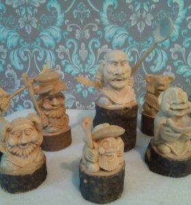Фигурки из дерева в ассортименте