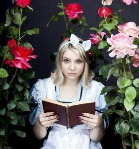 Костюм Алисы в стране чудес.