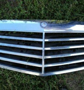 Решетка радиатора Mercedes W221 A2218800483
