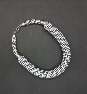 Жгут-чокер, колье, ожерелье.