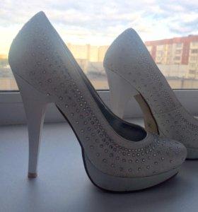 Туфли белые, стразы, свадебные
