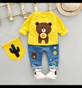 Новый комплект толстовка желтая и штаны