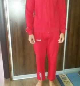 Спортивный костюм на рост 146-152(новый)
