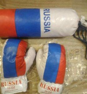 Перчатки и груша для бокса