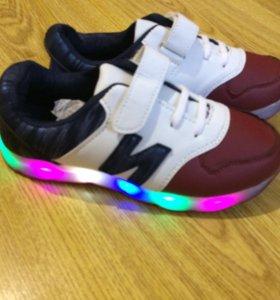 Новые мигающие кроссовки