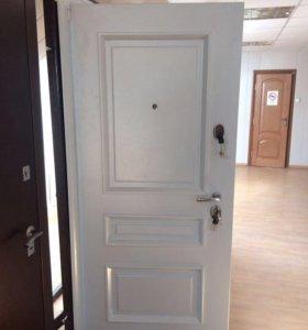 Дверь входная , металлическая