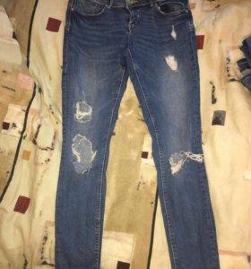 Рваные джинсы terranova 44,46, отличное состояние