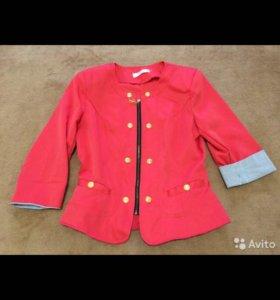 Красивый пиджак кораллового цвета